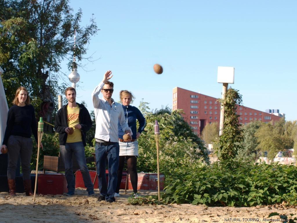 Kokosnuss-challenge als Teamevent in Berlin