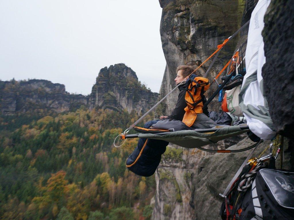Kletterausrüstung In Berlin Kaufen : Übernachten oder picknick im baum schlafen in einer portaledge