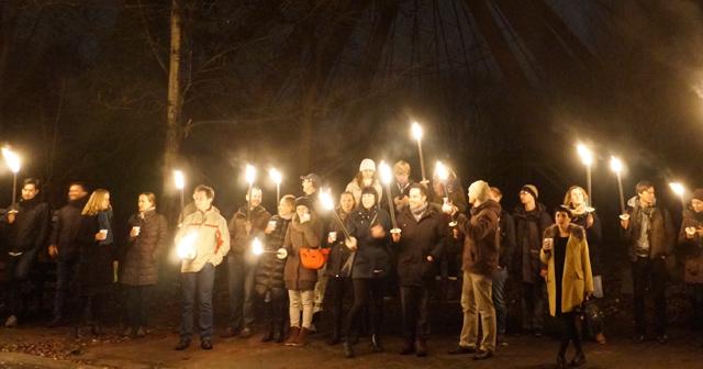 Fackelwanderung Weihnachtsfeier Berlin Lagerfeuer Tiergarten Treptower Park