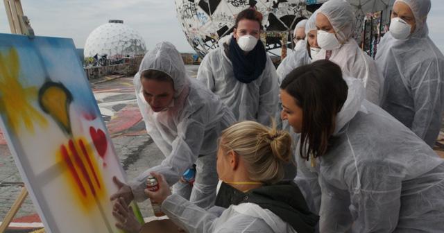 Graffiti Teamevent Betriebsausflug Berlin Sprayen Teamkunstwerk