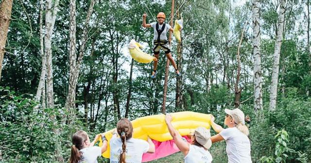 Dschungelchallenge Teamevent Betriebsausflug Berlin Strategie Abenteuer Hindernisse Challenge Liane Katapult